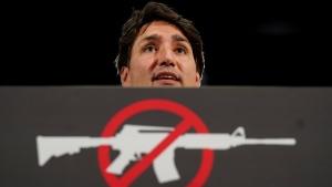 جاستین ترودو در زمان توقف کمپین انتخابات وعده سختگیریهای بیشتر در اجرای قوانین کنترل اسلحه در منطقه تورنتو را داد