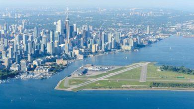 تصویر از فرودگاه بیلی بیشاپ تورنتو پس از ۱۸ ماه تعلیق دوباره خدمات تجاری خود را آغاز کرد