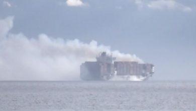 تصویر از آتشسوزی کانتینرهای حاوی مواد خطرناک روی کشتی زیم کینگستون در ساحل ونکوور